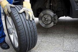 8 dấu hiệu nhận biết thời điểm cần thay lốp xe ô tô
